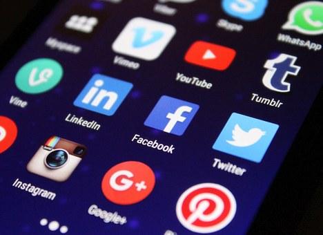 Pourquoi est-il important d'être présent sur les réseaux sociaux?